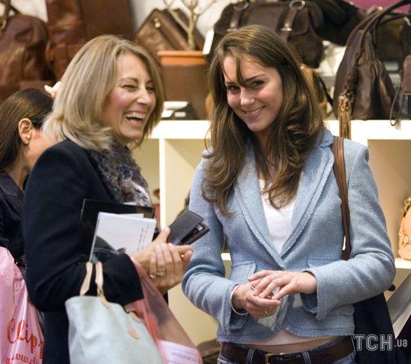 Кэрол Миддлтон с дочерью Кэтрин