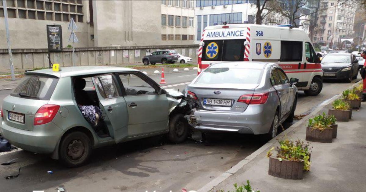 У Києві таксист заснув за кермом та скоїв ДТП: загинула пасажирка