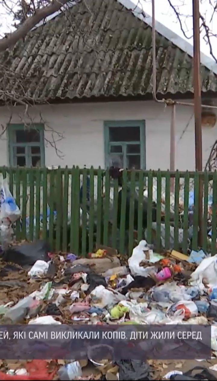 В Днепре копы забрали из дома голодных детей, которые ковырялись в мусоре