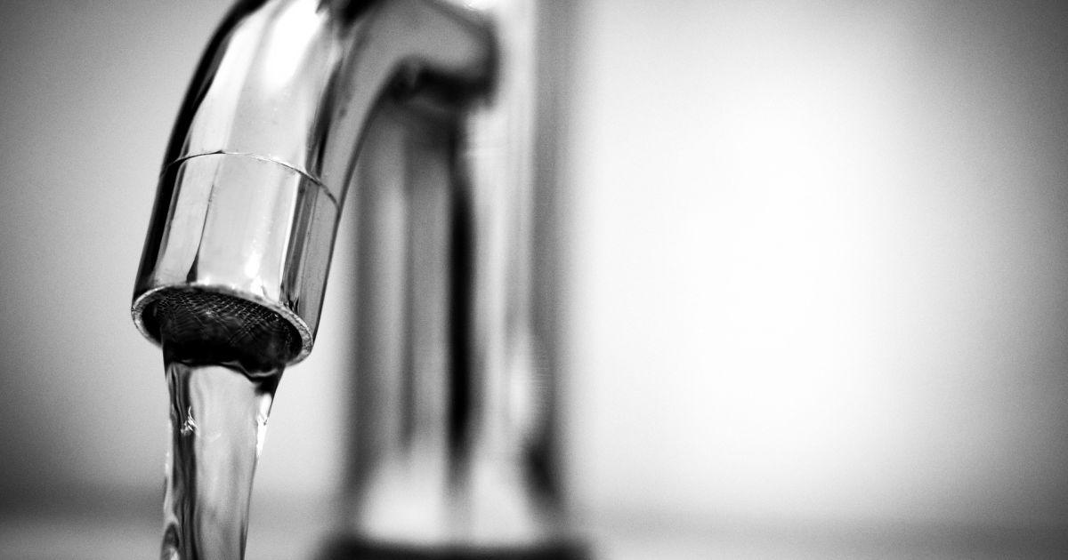 В центре Киева в кранах исчезла вода — коммунальщики обещают возобновить поставки только на следующий день