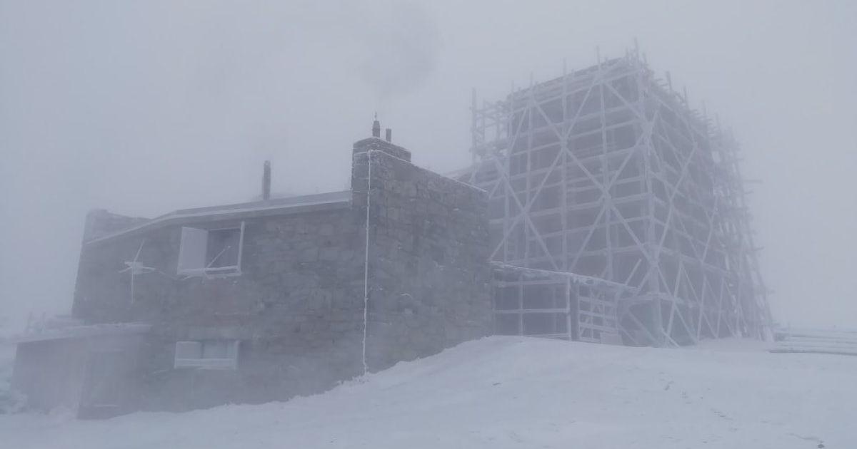 В Карпатах бушует настоящая зима: намело снега и ударил мороз до -10°