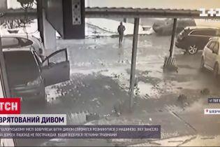 Белорусский бегун чудом разминулся с авто, которое занесло на дороге