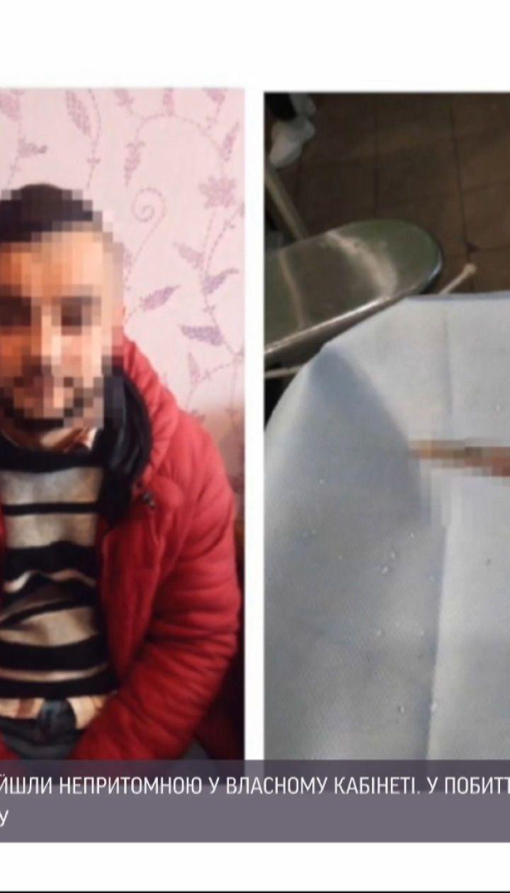 Директорку стоматологічної клініки знайшли непритомною із ножицями в оці, є підозрюваний у нападі