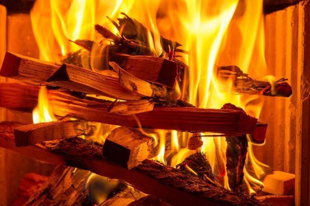 У Дніпропетровській області двоє чоловіків курили на дивані і загинули під час пожежі
