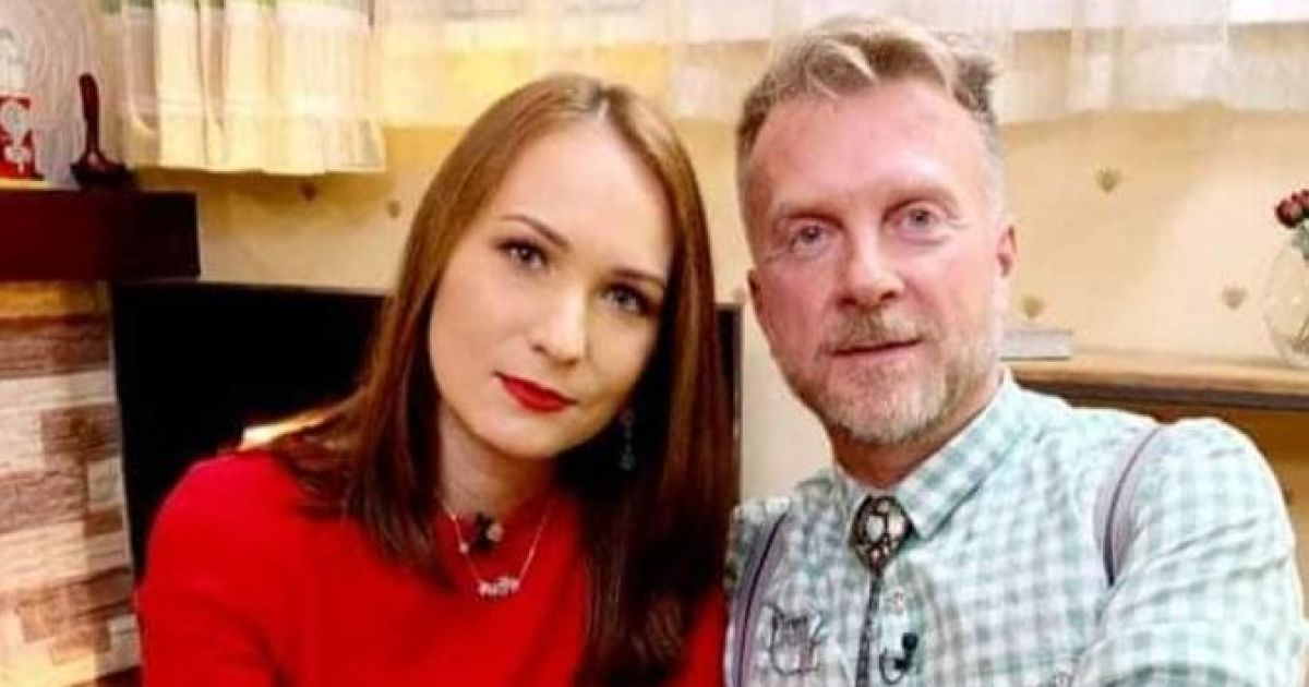 Антін Мухарський з молодою дружиною показали будинок під Києвом