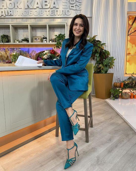 У синьому костюмі і на шпильках: стильний аутфіт Людмили Барбір в ефірі ранкового шоу