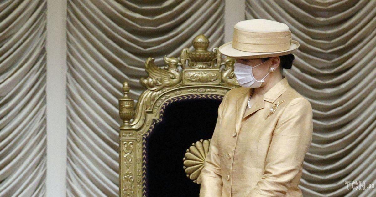 У золотистому костюмі і з перловими сережками: імператриця Масако в елегантному образі з'явилася на церемонії
