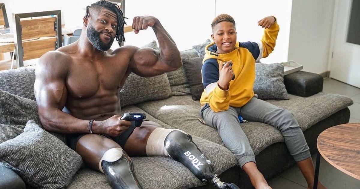 ДТП, потеря ног и чемпионский титул: бодибилдер с фантастическим телом рассказал невероятную историю своего пути