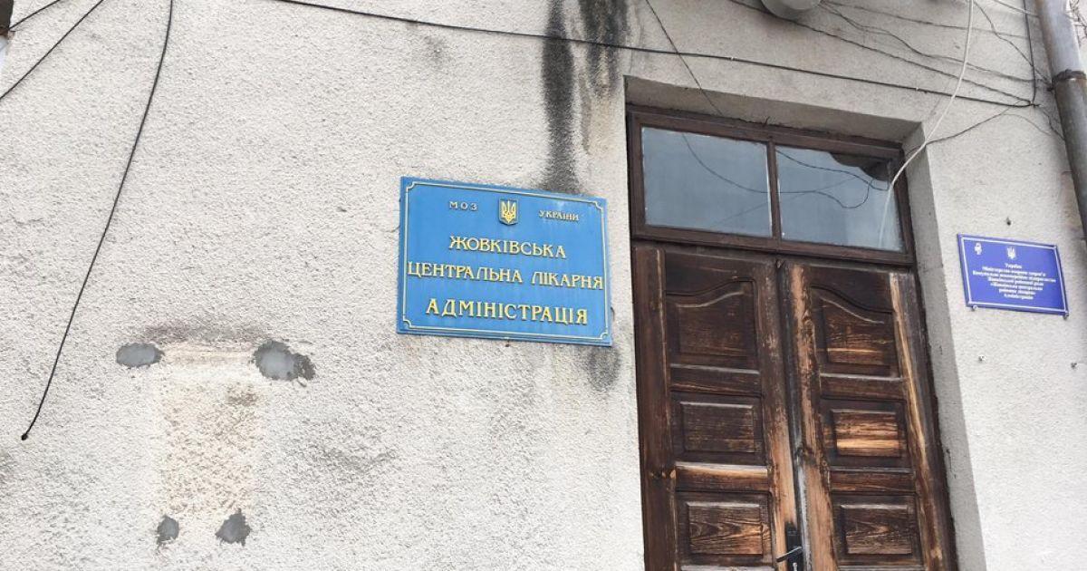 Смерть пациентов на ИВЛ под Львовом: мэр Жовквы уволил директора местной больницы