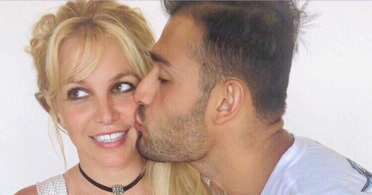 Бритни Спирс показала, как отметила 39-летие с молодым бойфрендом