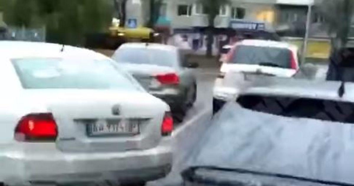 В Киеве в масштабном ДТП не разминулись сразу шесть машин