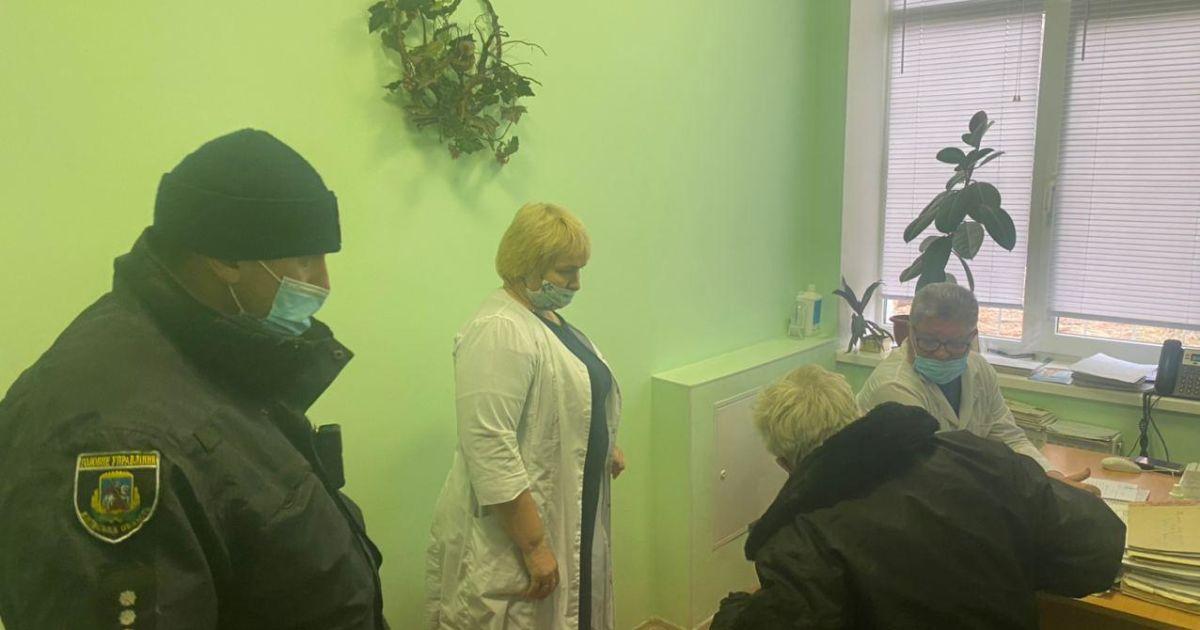 Под Киевом водителя за рулем разбил инсульт