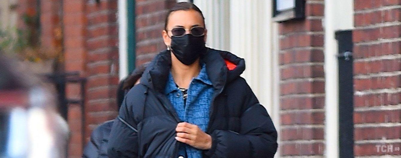 Невдале вбрання чи погладшала: Ірина Шейк в костюмі унісекс на вулиці Нью-Йорка
