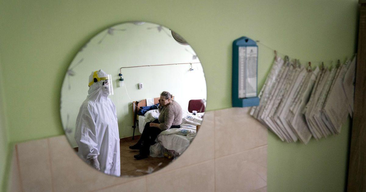 В Ивано-Франковске в борьбе с коронавирусом хватает врачей, но мало санитарок