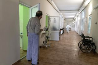 Карантин від 25 січня: чи дозволені планові операції та хто може звертатися до медичних закладів