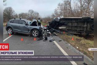"""На автодорозі """"Львів-Луцьк"""" зіткнулися позашляховик і мікроавтобус – пасажирів врятувати не вдалося"""