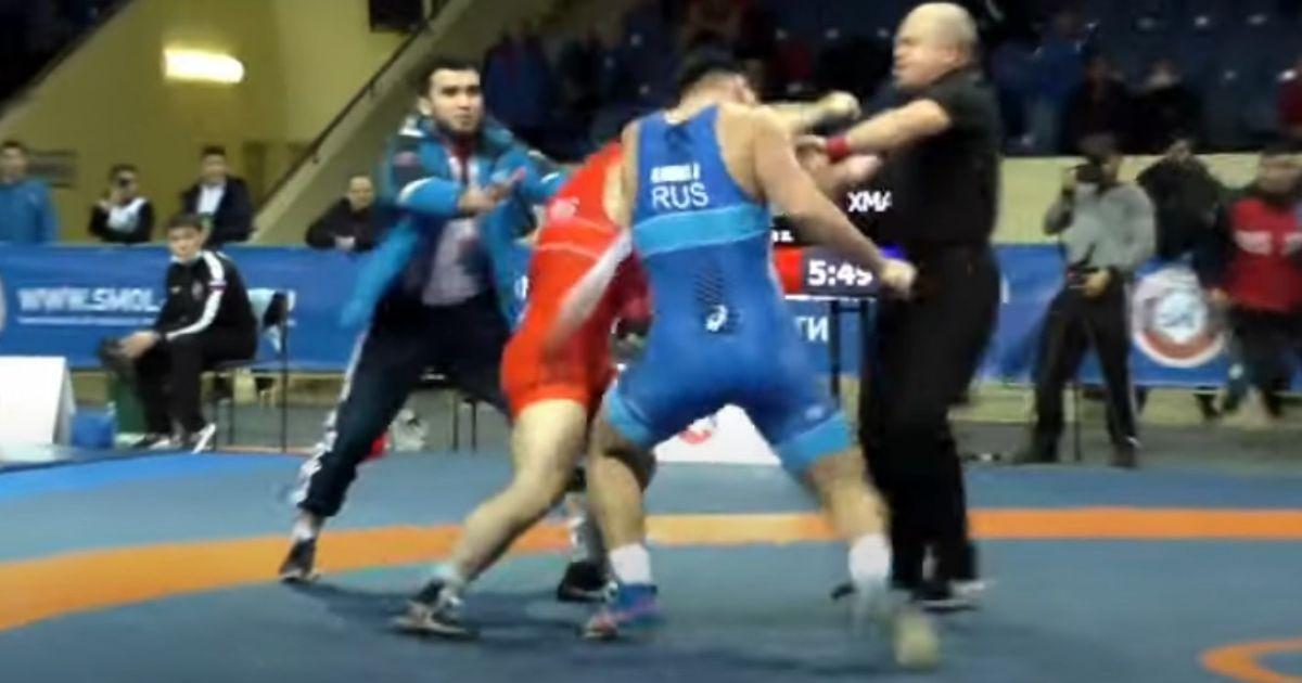 Російські борці влаштували жорстку бійку під час змагань: розтягували всім залом