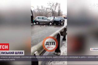 Аварія через ожеледицю в Броварах: 3 легковики зіштовхнулися на підйомі шляхопроводу