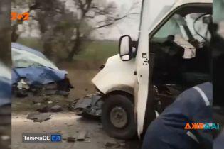 """Страшна ДТП на трасі """"Харків-Охтирка"""": зіткнення двох мікроавтобусів"""