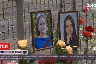 В Одессе возле руин колледжа собрались неравнодушные, чтобы почтить погибших в прошлогоднем пожаре