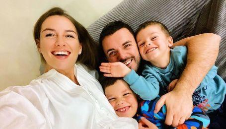 Григорій Решетнік розчулив фото знайомства синів з новонародженим братиком