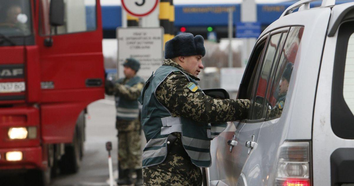 На КПП з Польщею утворилися величезні черги: люди годинами чекають на перетин кордону