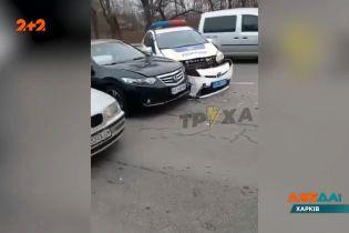 У Харкові авто поліції влаштувало аварію: чому поліцейські стали порушниками