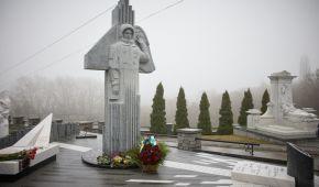 23-тя річниця повернення українця з космосу: у Києві відкрили пам'ятник Леоніду Каденюку