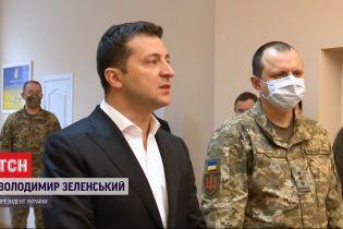 Владимир Зеленский во время визита в центр реабилитации военных в Ирпене поблагодарил волонтеров