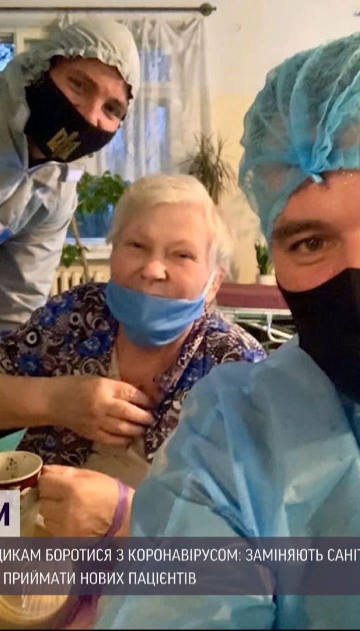В Мариуполе волонтеры помогают медикам бороться с коронавирусом