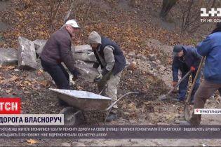 У Тернопільській області люди самотужки ремонтують дорогу на своїй вулиці