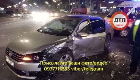 В Киеве ночью случилось серьезное ДТП: есть пострадавшие
