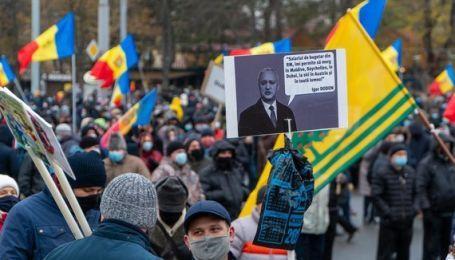 В Молдове тысячи людей протестуют против власти Додона: требуют досрочные парламентские выборы