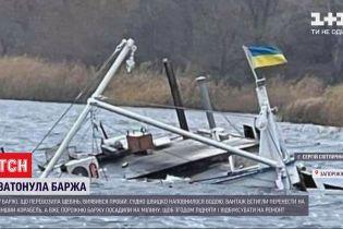 Під час нічної стоянки поблизу Запоріжжя затонула баржа, яка перевозила щебінь