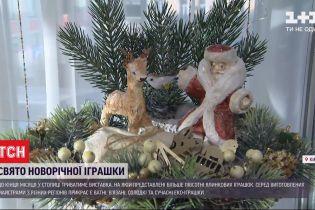 Ялинкові прикраси від 40 майстрів із усієї України – у Києві розпочалась виставка новорічних іграшок