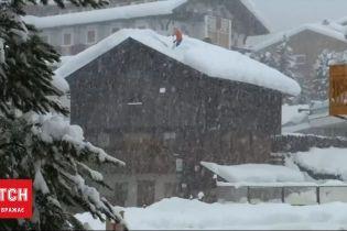 Стихійне лихо в Італії: рятувальники попереджають про можливість сходження лавин