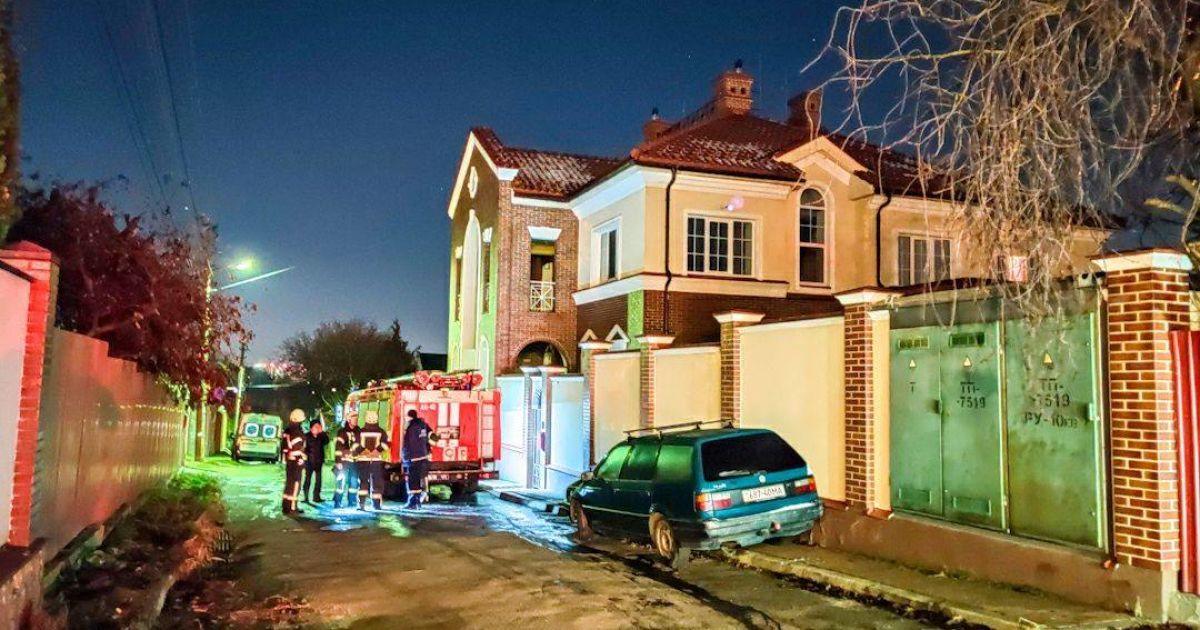В Киеве горел частный дом: погибла пожилая женщина