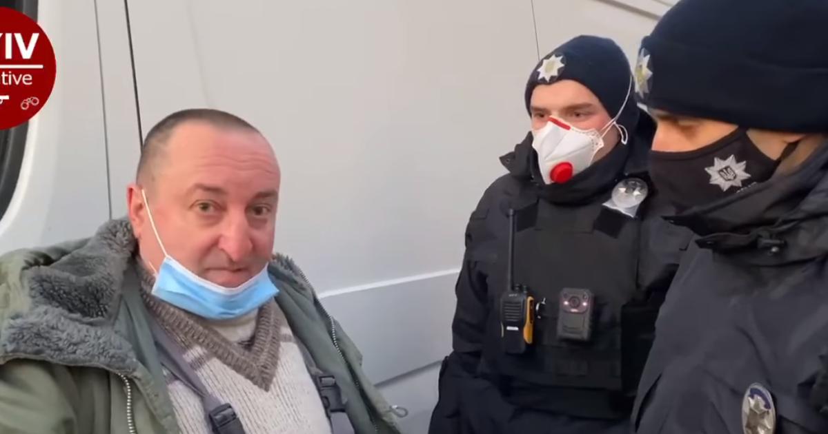 20 раз дул в драгер: в Киеве пьяный водитель гонял по улице на микроавтобусе (видео)