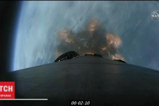 """SpaceX и NASA запустили грузовой корабль """"Cargo Dragon"""" к международной космической станции"""