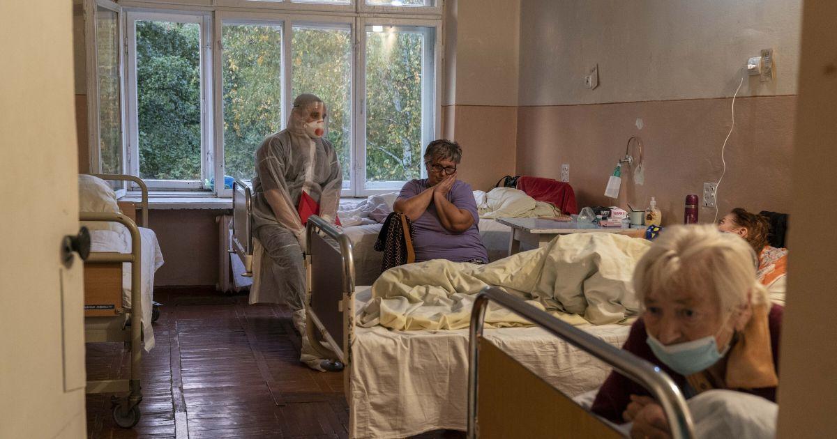 Вирус устойчив к антибиотикам, болеет молодежь: руководитель инфекционной больницы во Львове о ситуации с COVID-19