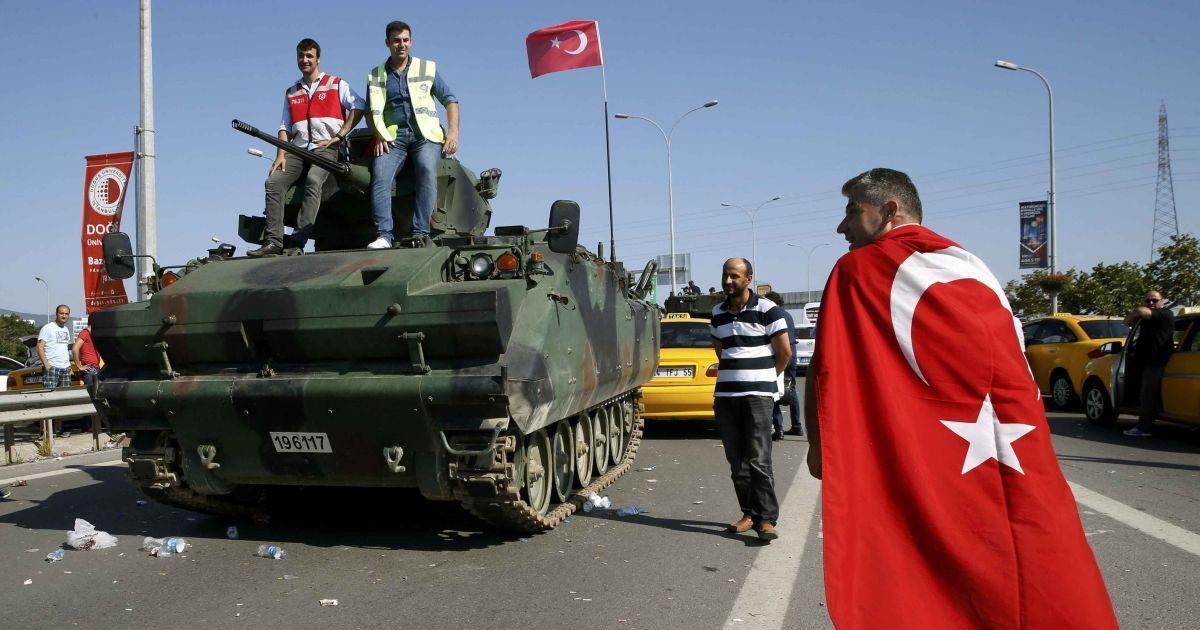 У Туреччині засудили одразу пів тисячі військових до довічного ув'язнення за спробу путчу