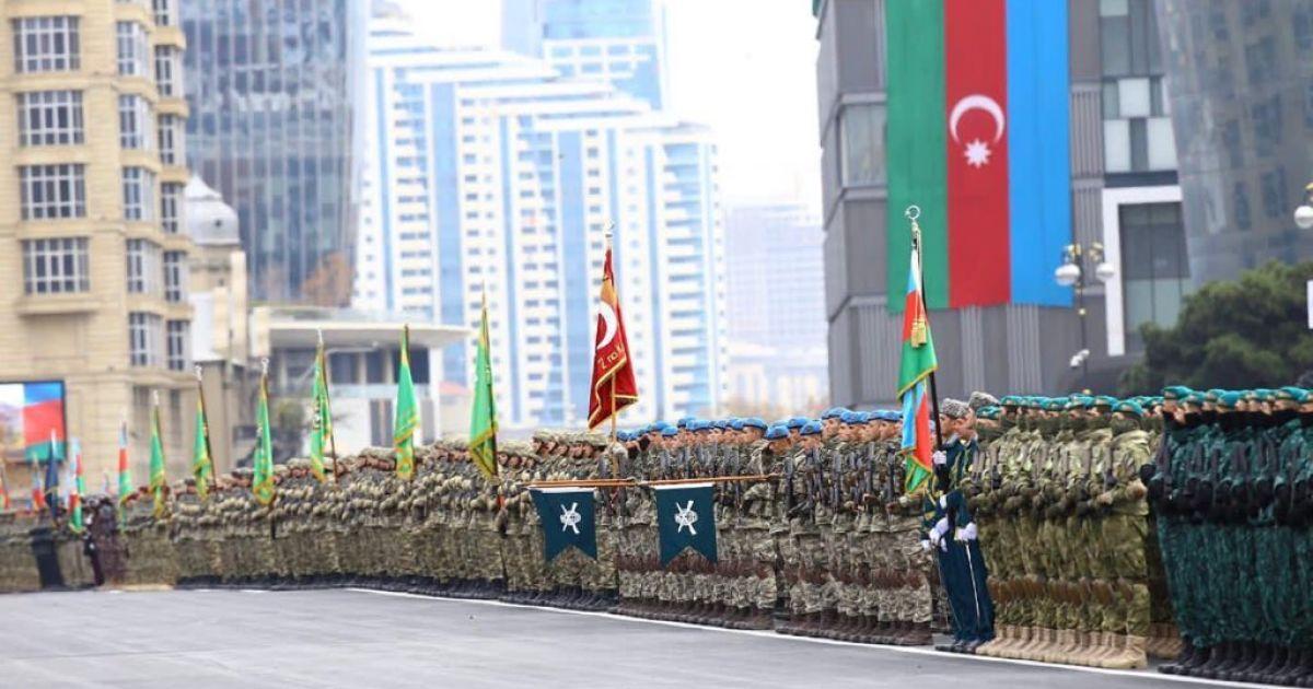 Прекращение войны в Нагорном Карабахе: в Баку состоялся парад, а в Ереване не утихают протесты