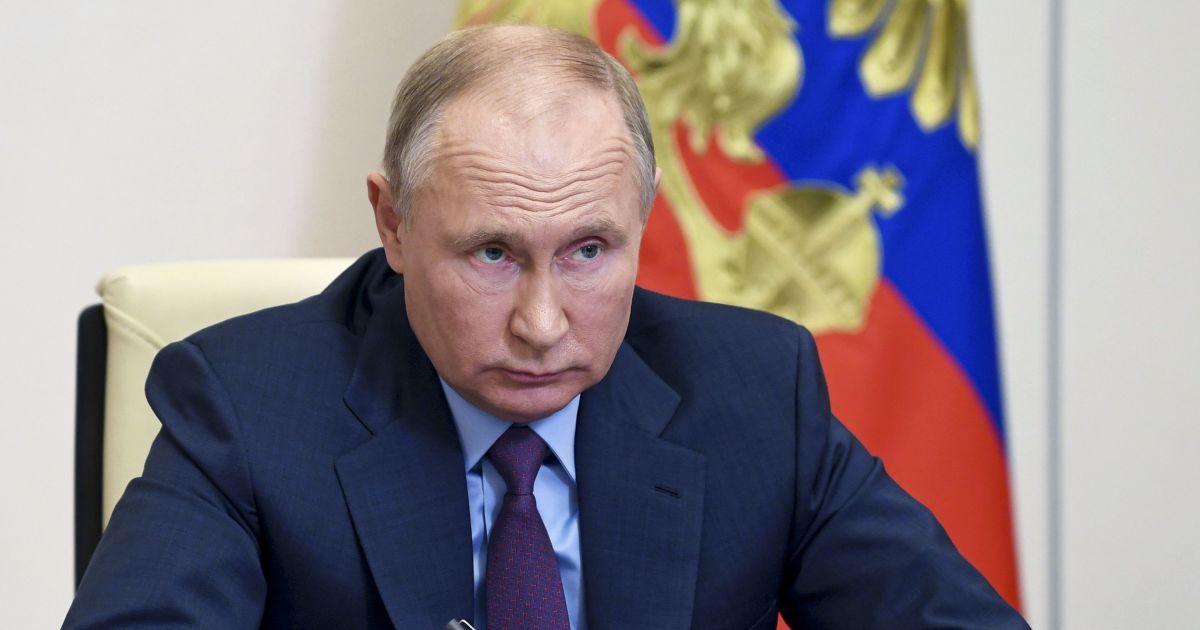 """Путин объяснил, почему в России нельзя возбудить уголовное дело об отравлении """"известного фигуранта"""" Навального"""