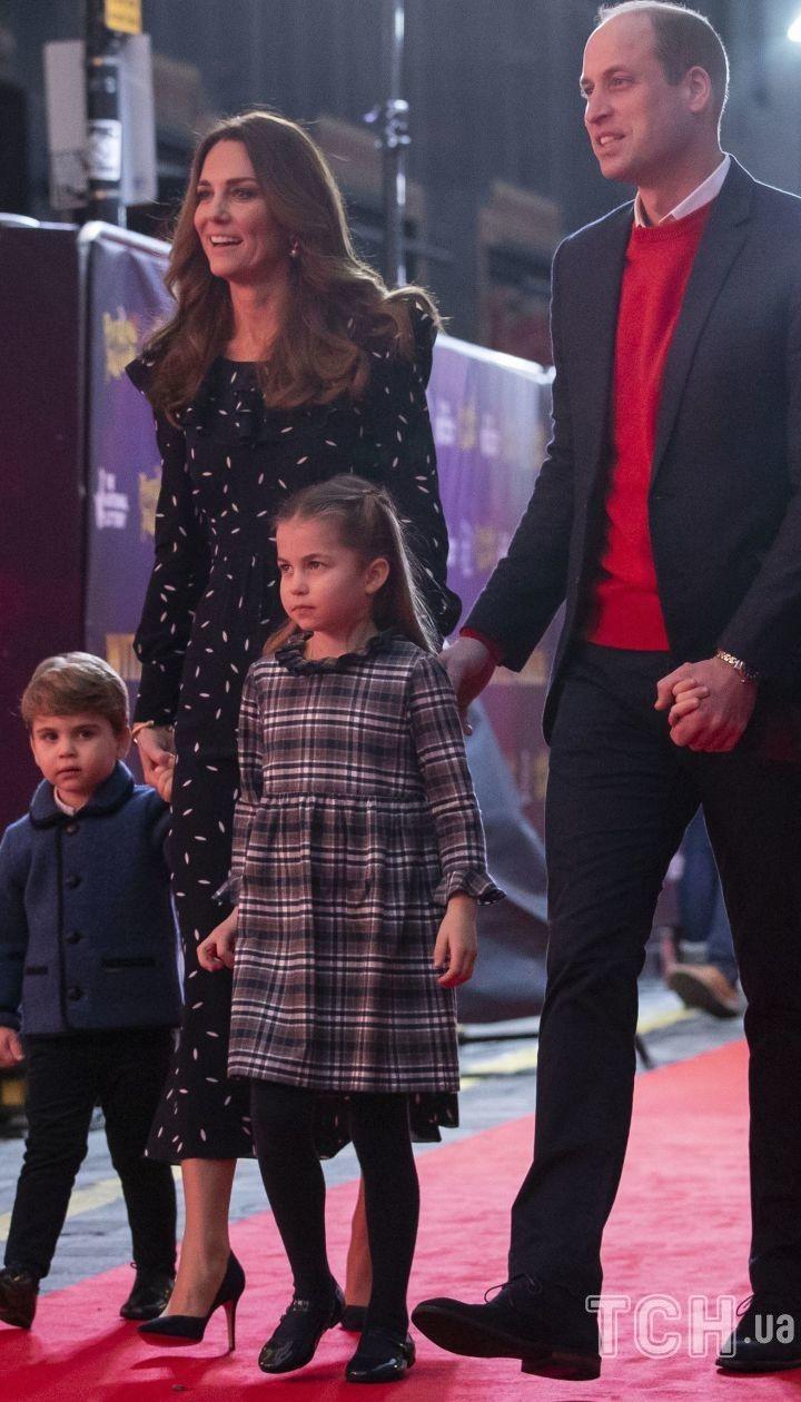 Герцогиня Кетрін і принц Вільям з дітьми
