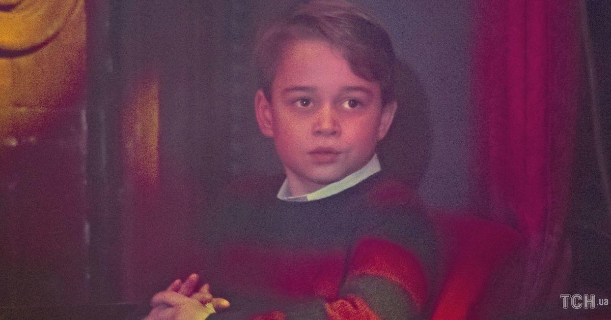 Такі вже дорослі: діти Кембриджів у стильних луках пройшлися червоною доріжкою