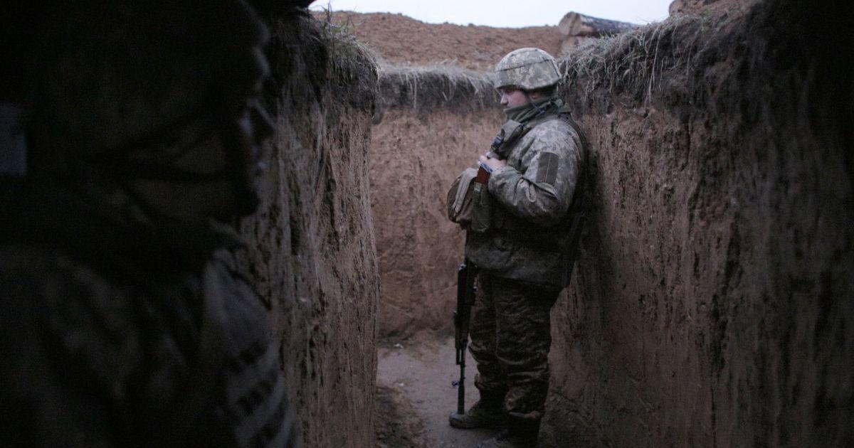 Бойовики сім разів порушили режим припинення вогню: снайпер поцілив в українсього військового