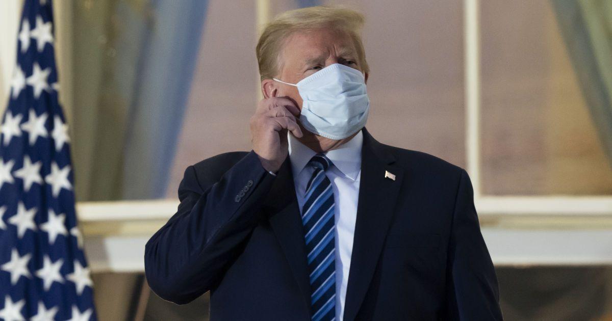 Трамп напоследок помиловал скандальных сторонников и мошенников: в списке более 70 человек