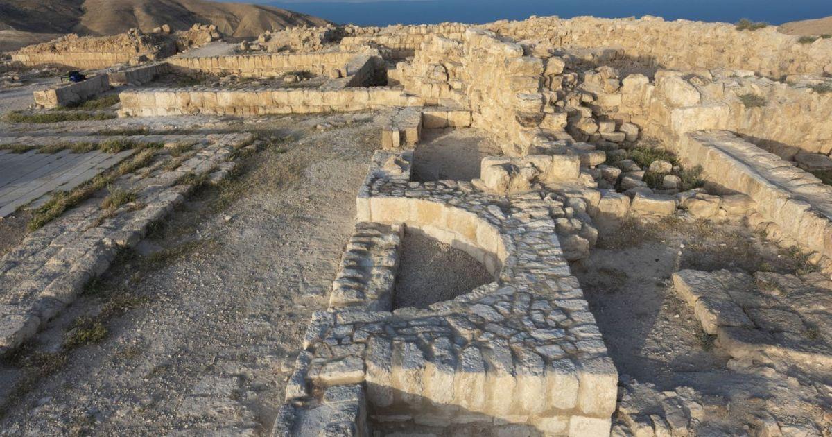 Археологи обнаружили тронный зал царя Ирода, где танцевала принцесса Саломея, которая потребовала голову Иоанна Крестителя