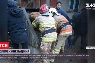 У Рівненській області дістали жінку з 30-метрової криниці
