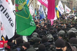 В Киеве на Майдане начались столкновения предпринимателей с полицией